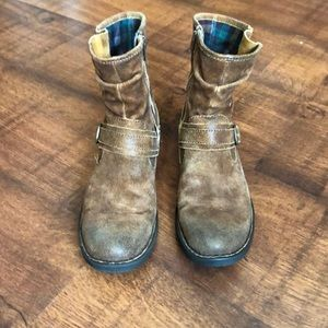 BORN- Size 8 Brown Distressed boots